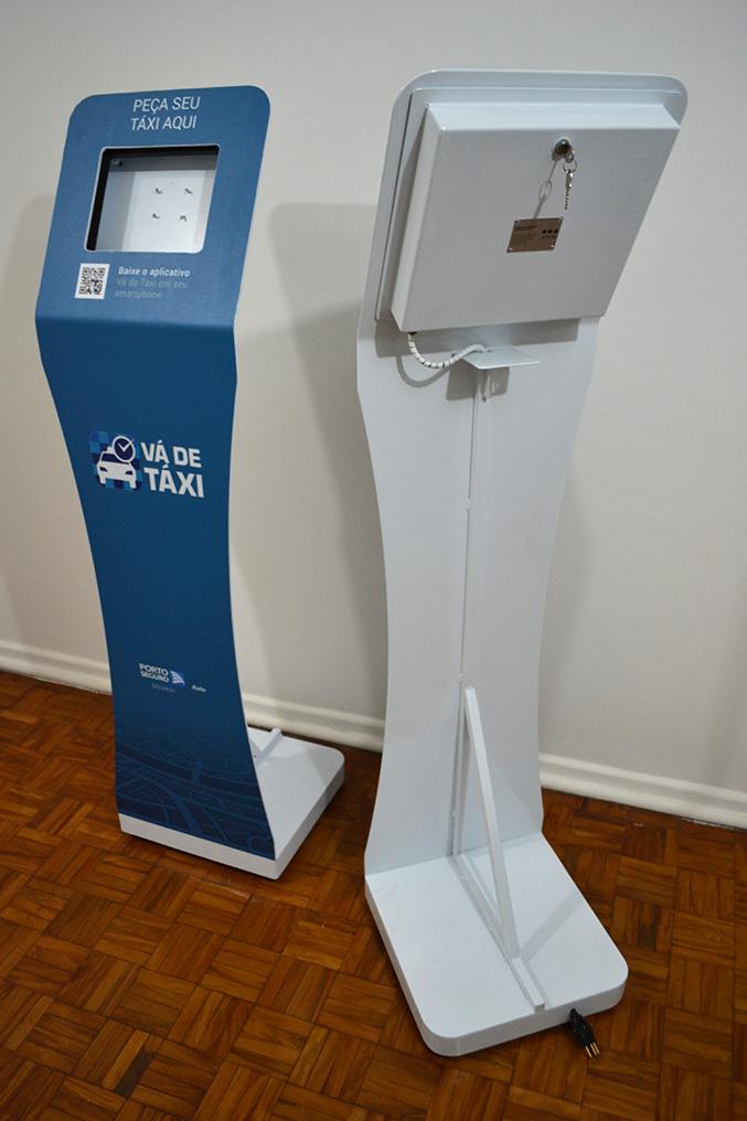 exemplo de totem para Ipad Air com adesivação